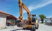 Liebherr 912 with hammer instal