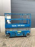 2007 Genie 2032