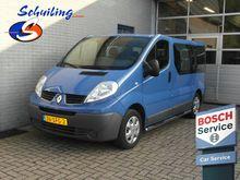 2011 Renault Trafic Passenger 2
