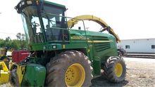 2004 John Deere 7400