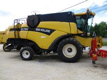 2002 New Holland CX 760 Combine