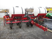 WHITE 8600 6 ROW Planter