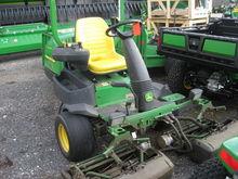 John Deere 2500E Triplex Mower