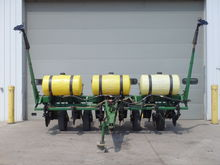 JD 7000 Planter