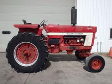 IH 966 Tractor