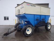 DMI D440 Gravity Wagon