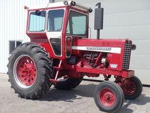 IH 856 Farmall Tractor