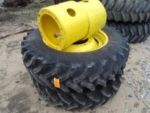 JOHN DEERE Components - Wheel (