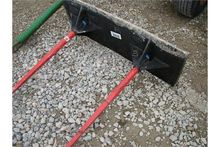 Double skid steer bale spear fo