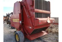 NH 660 round baler with net wra