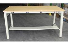 METAL WORK BENCH WITH WOODEN TO