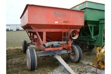 Seed tender gravity wagon with