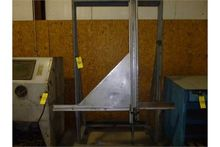 Upright glass cutting table