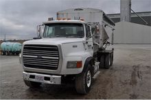1992 Ford L9000 w/ Willmar 16-t