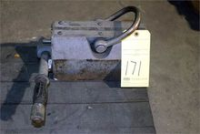 MAGNETIC PLATE LIFT, 2000 lb. c