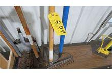 Steel rake, pick.