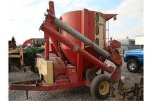 Farmhand 817 grinder-mixer (man