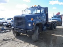 1981 Ford LT900 FLATBED TRUCK