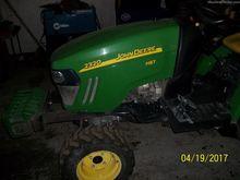2012 John Deere 2320
