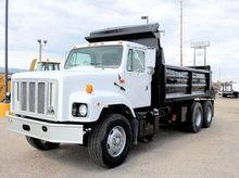 2002 INTERNATIONAL 2674 Truck -