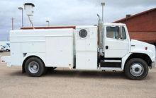 2005 FREIGHTLINER FL70 Truck -