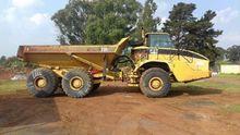 2002 Caterpillar 735