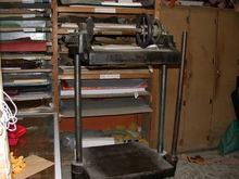 Toggle press