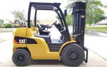 2011 CATERPILLAR P8000