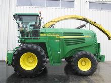 2005 John Deere 7400