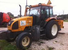 2009 Renault 446 Farm Tractors