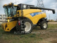 2010 New Holland CR9060 Combine