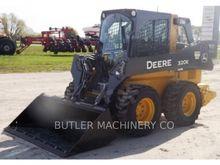 2014 John Deere 320E Skid Steer