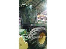 John Deere 6850 Combine harvest