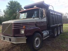 1999 Volvo WG64 Dump Truck