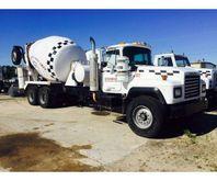 1996 Mack RD690S Mixer Truck