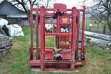 BvL silo block cutter with mast