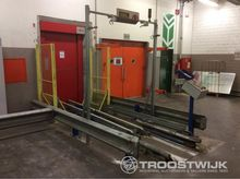 Lot with conveyor plant for pal