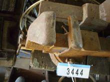 Pneumatic bench vice revolving