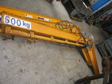 Slewing pillar crane with 2 arm