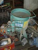 Small sandblasting machine on w