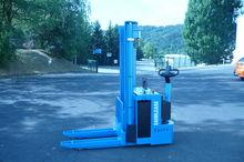 2001 CLARK-OMG 715 K stacker wi