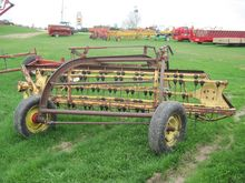 NEW HOLLAND 56 HAY RAKE