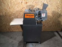 2002 Universal wrapping machine