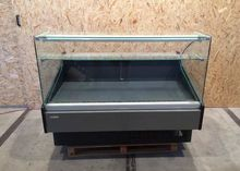 Refrigerated counter with refri