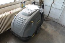 High pressure cleaner for hot w