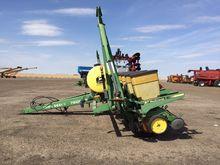 John Deere 7200-8R Planter