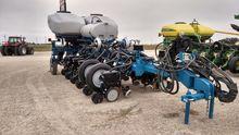 2014 Kinze 4900 16R Planter