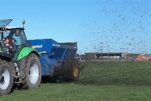 West DUAL SPREADER Muck Spreade