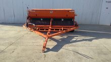Duncan 9 Foot Roller Drill Seed