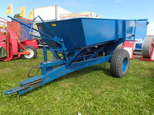 Trailed fertilizer spreaders bo